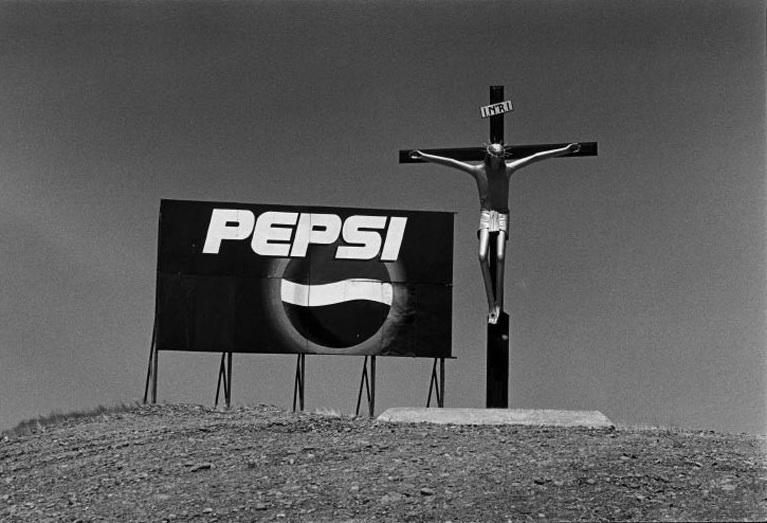 elliott erwitt life reporting decisive moment black and white photograph valdes peninsula argentina pepsi jesus
