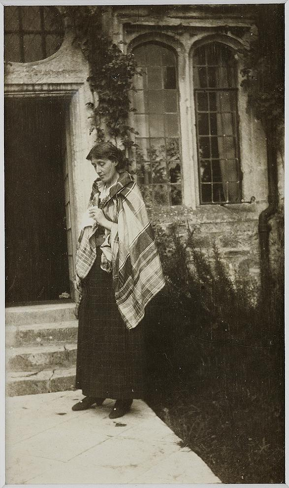 virginia-woolf_at_garsington-1923