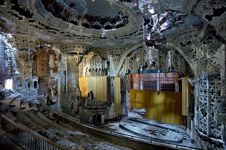 yves marchand romain meffre united artists theater detroit michigan ruins photography