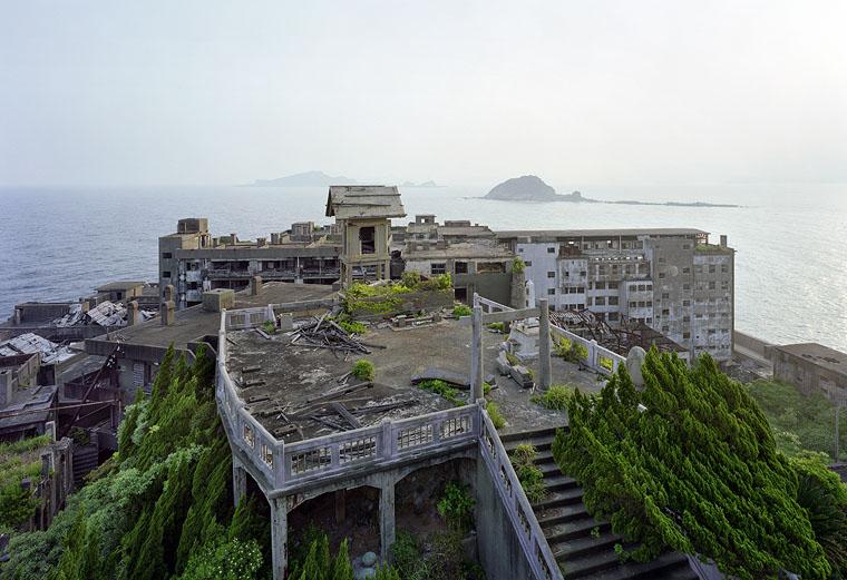 yves marchand romain meffre gunkanjima battleship island ruins photography